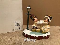 Disney Medium Big Fig Figure Mickey & Minnie Mouse Victorian Christmas Ice Skate