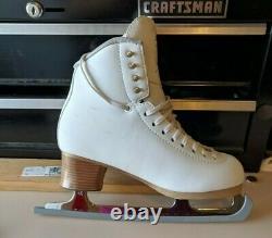 Jackson Elle 2130 Size 7 1/2 WIDE figure skates. Great condition
