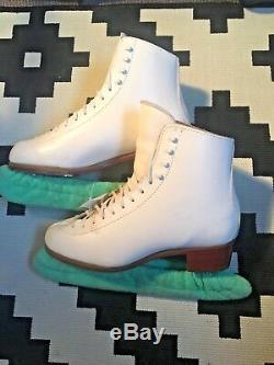Jackson Freestyle 1070 Figure Skates with Mark IV Blades