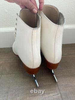 Ladies Reidell 220 Figure Skates- Size 7W