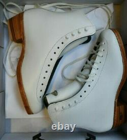 RIEDELL 355 Ladies Figure Ice Skates White Size 5 A Silver Star BOOTS