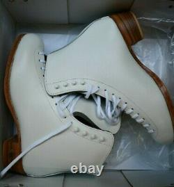 RIEDELL 355 Ladies Figure Ice Skates White Size 7.5 B Silver Star BOOTS
