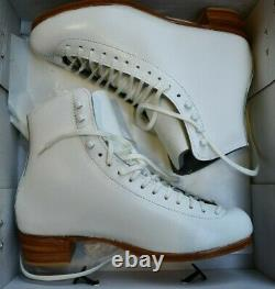 RIEDELL 355 Ladies Figure Ice Skates White Size 8 A Silver Star BOOTS