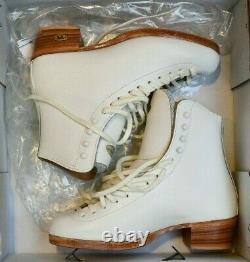RIEDELL 375 Ladies Figure Ice Skates White Size 5 A GOLD Star BOOTS