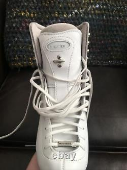 Riedell 225 Motion Figure Skates Womens Size 6 Wide with Ultima Mirage Blades