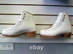 Riedell 75 Gold Star Girls White 2 B/A Figure Skating Boot